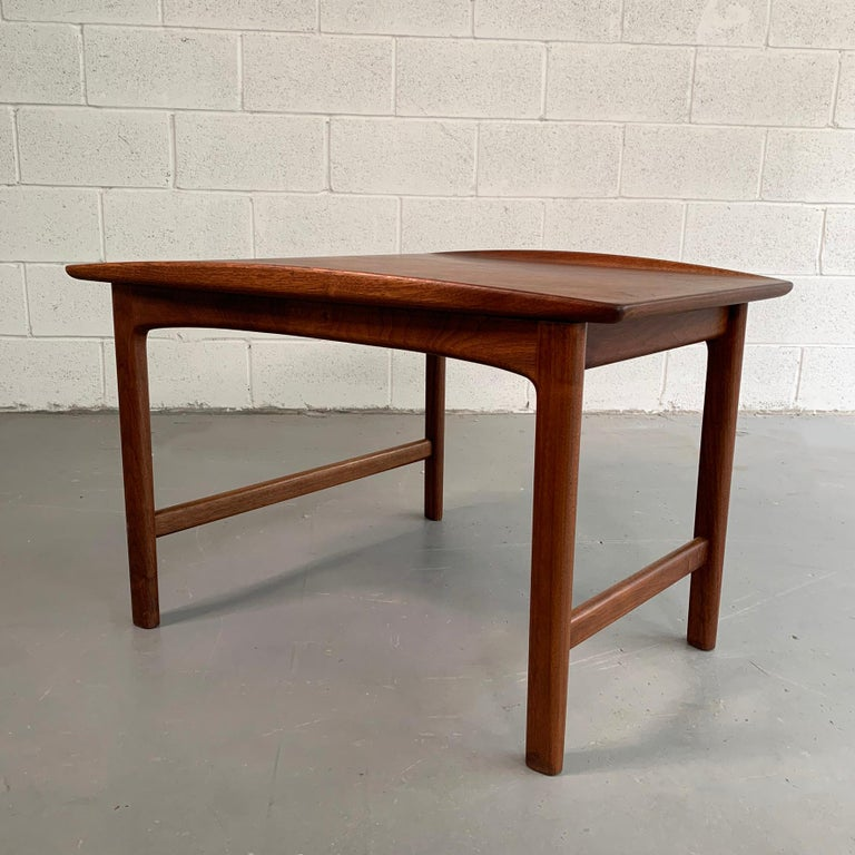 Scandinavian Modern Tapered Teak Side Table by Folke Ohlsson for DUX In Good Condition For Sale In Brooklyn, NY