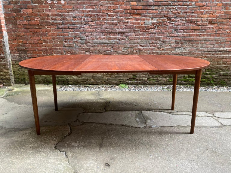 Scandinavian Modern Teak and Oak Dining Table For Sale 1