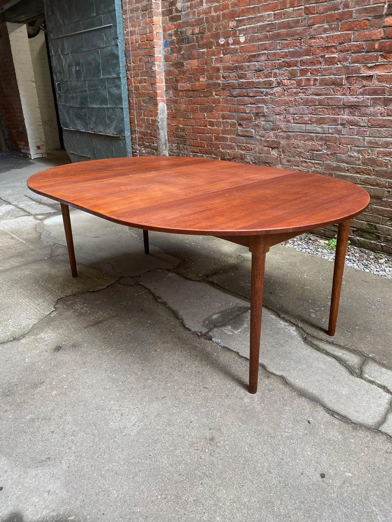Scandinavian Modern Teak and Oak Dining Table For Sale 3