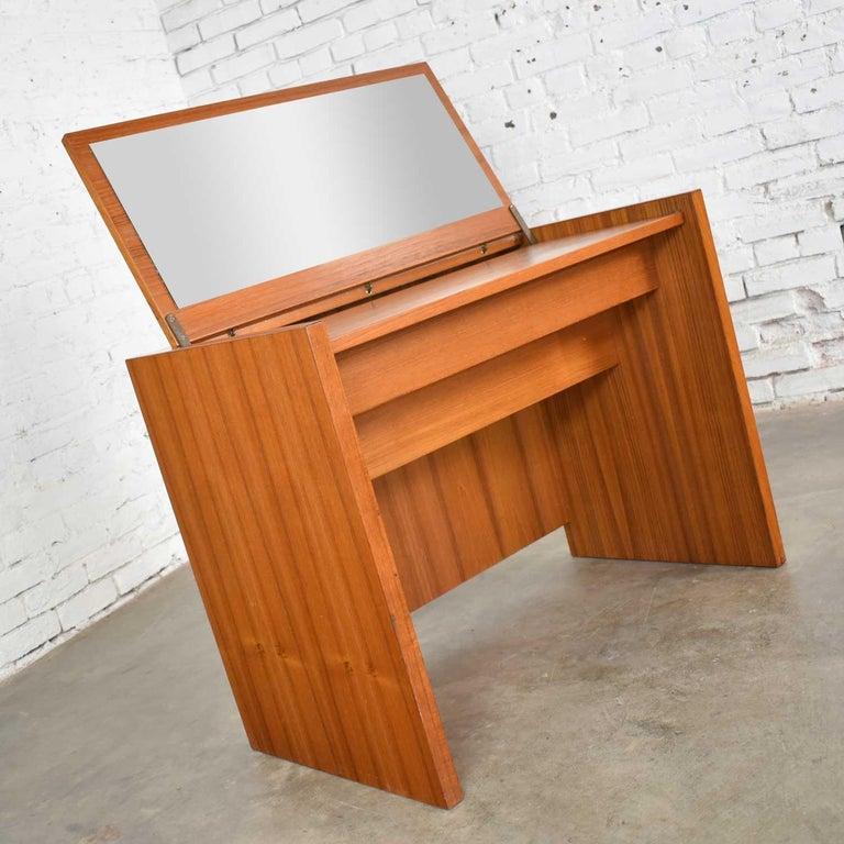 Scandinavian Modern Teak Flip Open Make Up Vanity w/ Mirror Jesper International For Sale 6
