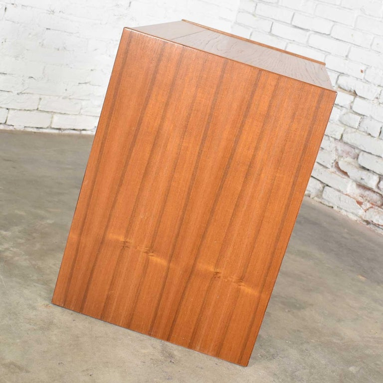 Scandinavian Modern Teak Flip Open Make Up Vanity w/ Mirror Jesper International For Sale 8