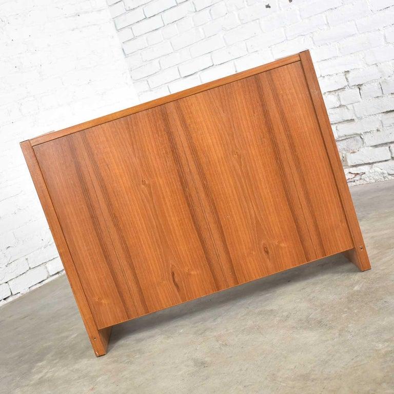 Scandinavian Modern Teak Flip Open Make Up Vanity w/ Mirror Jesper International For Sale 10