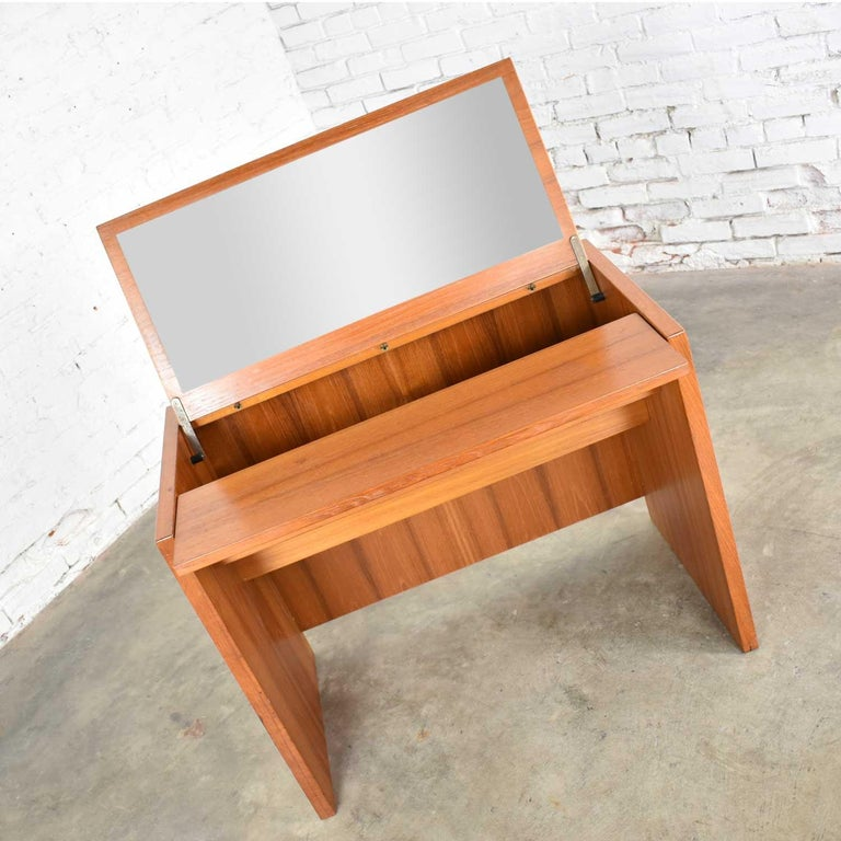 Danish Scandinavian Modern Teak Flip Open Make Up Vanity w/ Mirror Jesper International For Sale