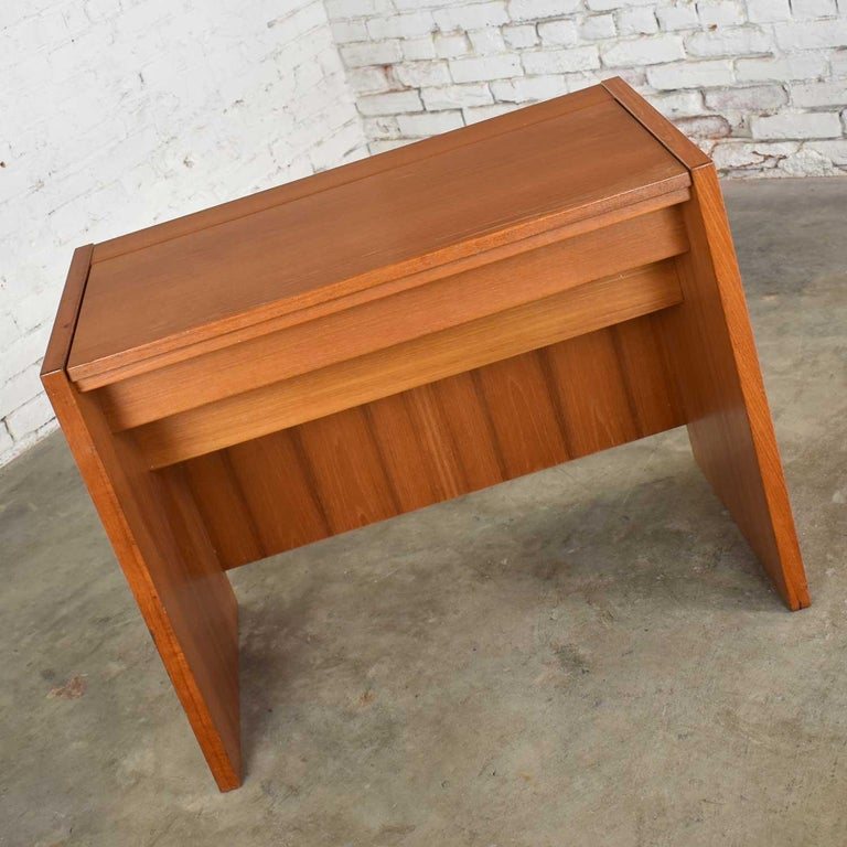 Scandinavian Modern Teak Flip Open Make Up Vanity w/ Mirror Jesper International For Sale 4