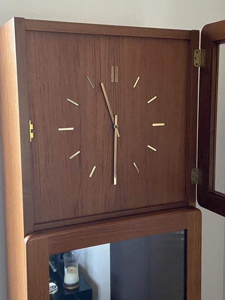 Scandinavian Modern Teak Longcase Clock In Excellent Condition For Sale In Little Burstead, Essex