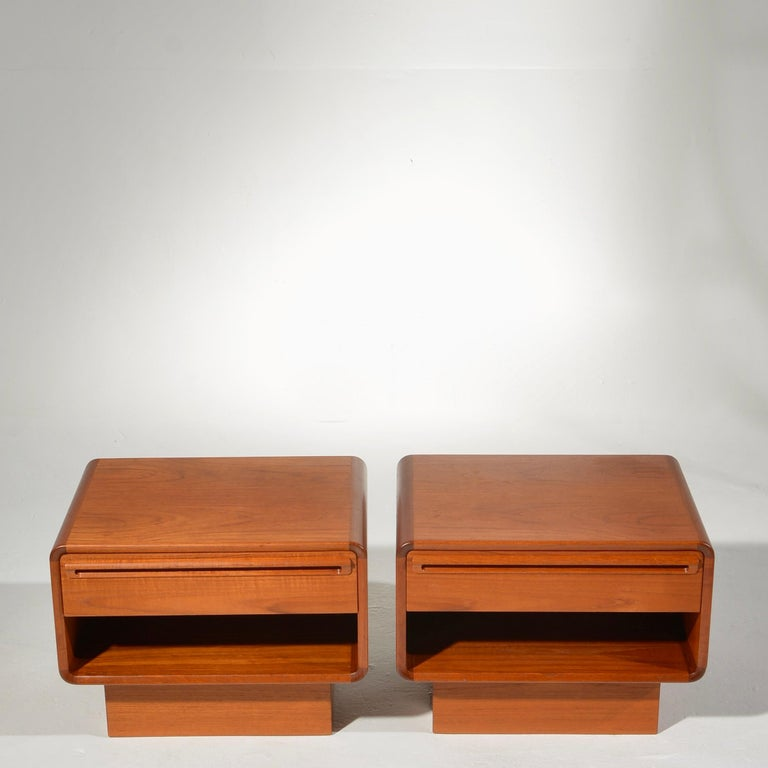 Scandinavian Modern Teak Nightstands with Storage Drawers In Excellent Condition For Sale In Los Angeles, CA