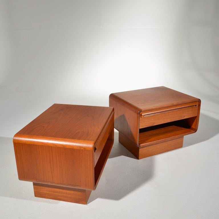 Scandinavian Modern Teak Nightstands with Storage Drawers For Sale 2