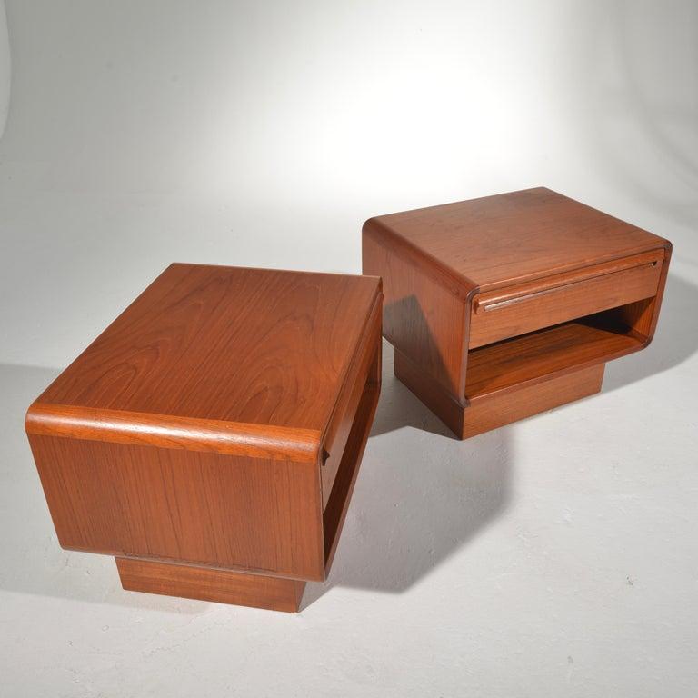 Scandinavian Modern Teak Nightstands with Storage Drawers For Sale 3