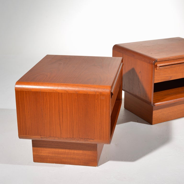 Scandinavian Modern Teak Nightstands with Storage Drawers For Sale 4