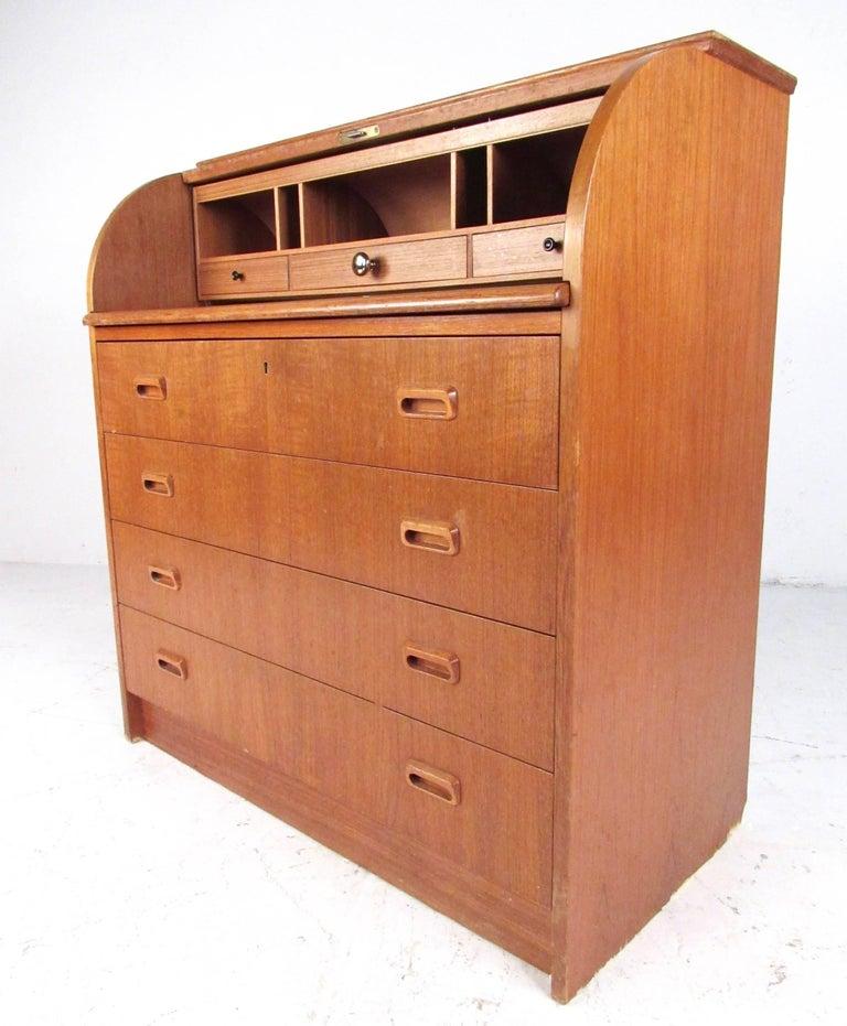 Scandinavian Modern Teak Roll Top Desk In Fair Condition For Sale In Brooklyn, NY