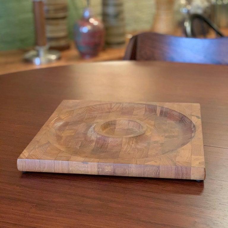 Scandinavian Modern Teak Serving Board Platter by Jens Quistgaard, Dansk In Good Condition For Sale In Brooklyn, NY