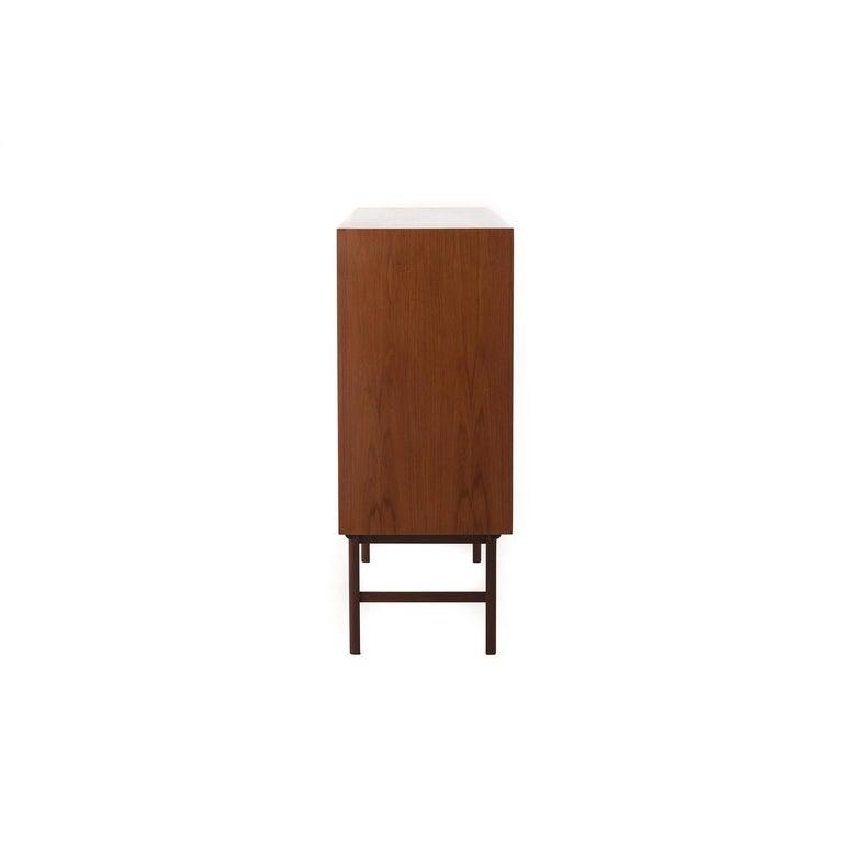 Scandinavian Modern Teak Sliding Door Credenza or Sideboard In Excellent Condition For Sale In Minneapolis, MN