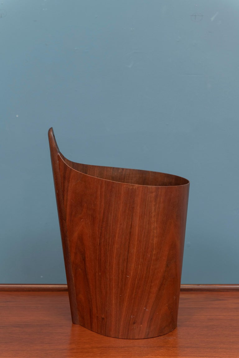 Mid-20th Century Scandinavian Modern Trash Can For Sale