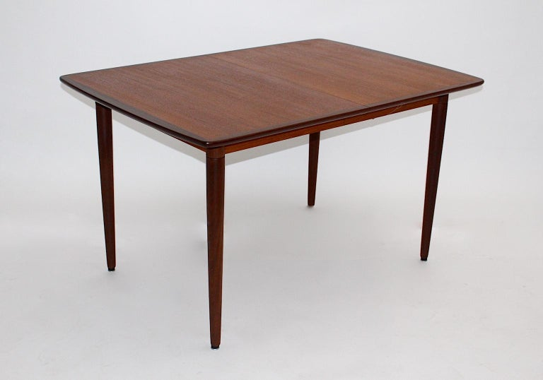 Scandinavian Modern Vintage Teak Extending Dining Table, Denmark, 1960s In Good Condition For Sale In Vienna, AT