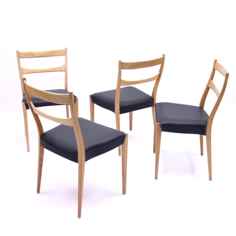 Scandinavian Oak Dining Chairs with Black Leather Seats, 1950s For Sale 4