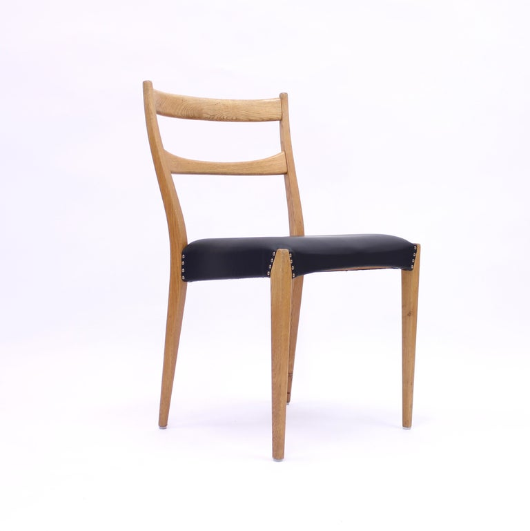 Scandinavian Oak Dining Chairs with Black Leather Seats, 1950s For Sale 6