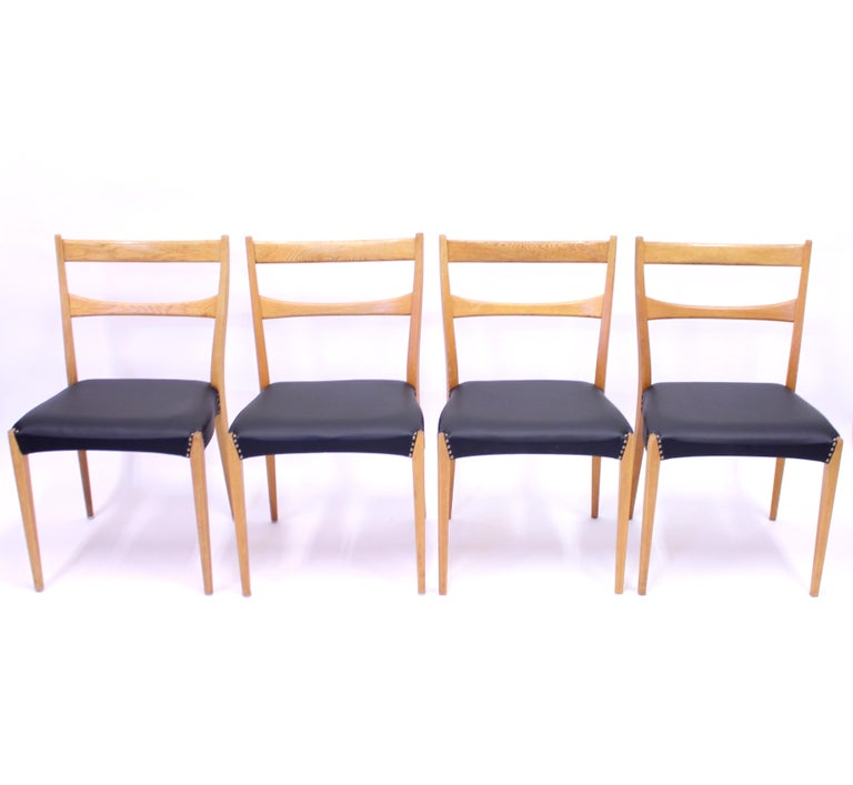 Scandinavian Modern Scandinavian Oak Dining Chairs with Black Leather Seats, 1950s For Sale