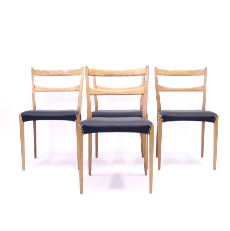 Scandinavian Oak Dining Chairs with Black Leather Seats, 1950s For Sale 1