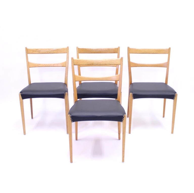 Scandinavian Oak Dining Chairs with Black Leather Seats, 1950s For Sale 2