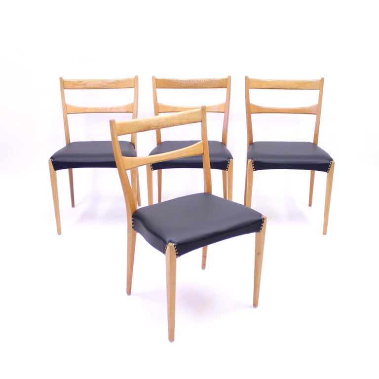 Scandinavian Oak Dining Chairs with Black Leather Seats, 1950s For Sale 3