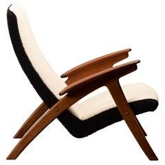Scandinavian Oak / Teak Grasshopper Lounge Chair in Beige and Black Bouclé Wool