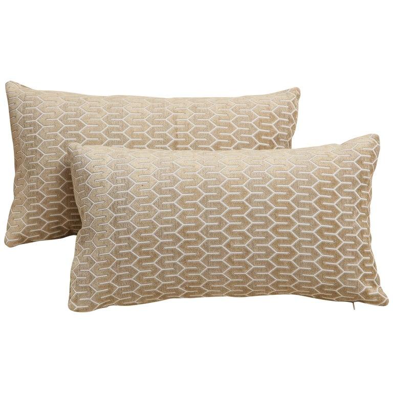 Scandinavian Pair of Modern Rectangular Velvet White/Silver/Cream Pillows For Sale