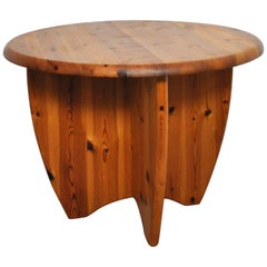 Scandinavian Round Side Table in Pinewood, 1970s