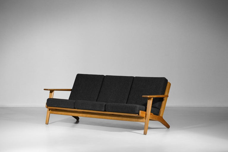 Scandinavian Sofa GE 290 Danish Designer Hans Wegner for GETAMA In Excellent Condition For Sale In Lyon, FR