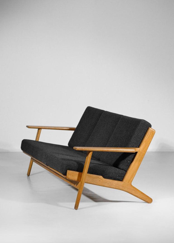 Scandinavian Sofa GE 290 Danish Designer Hans Wegner for GETAMA For Sale 1