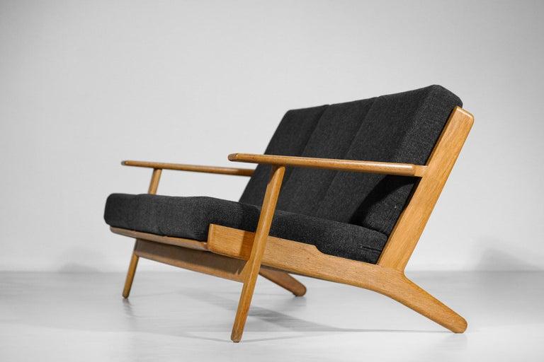 Scandinavian Sofa GE 290 Danish Designer Hans Wegner for GETAMA For Sale 3