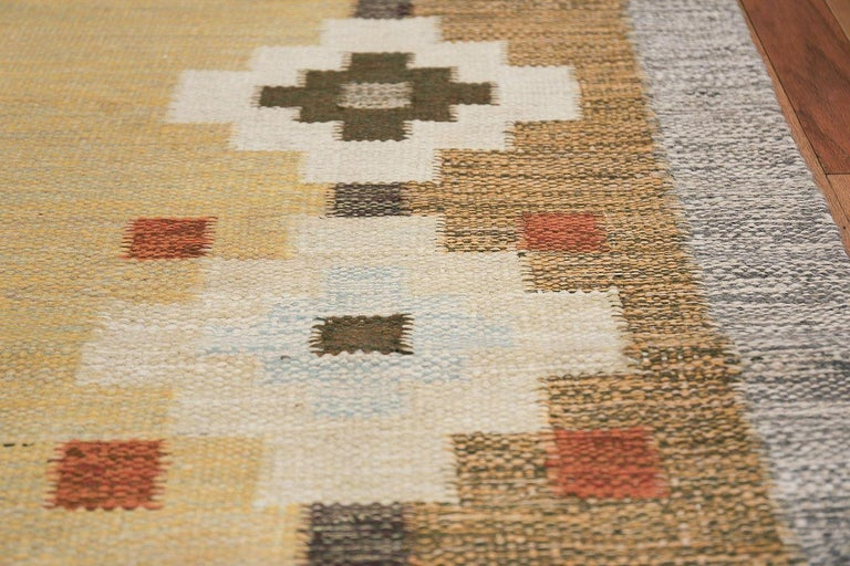Scandinavian Swedish Kilim Carpet In Excellent Condition For Sale In New York, NY