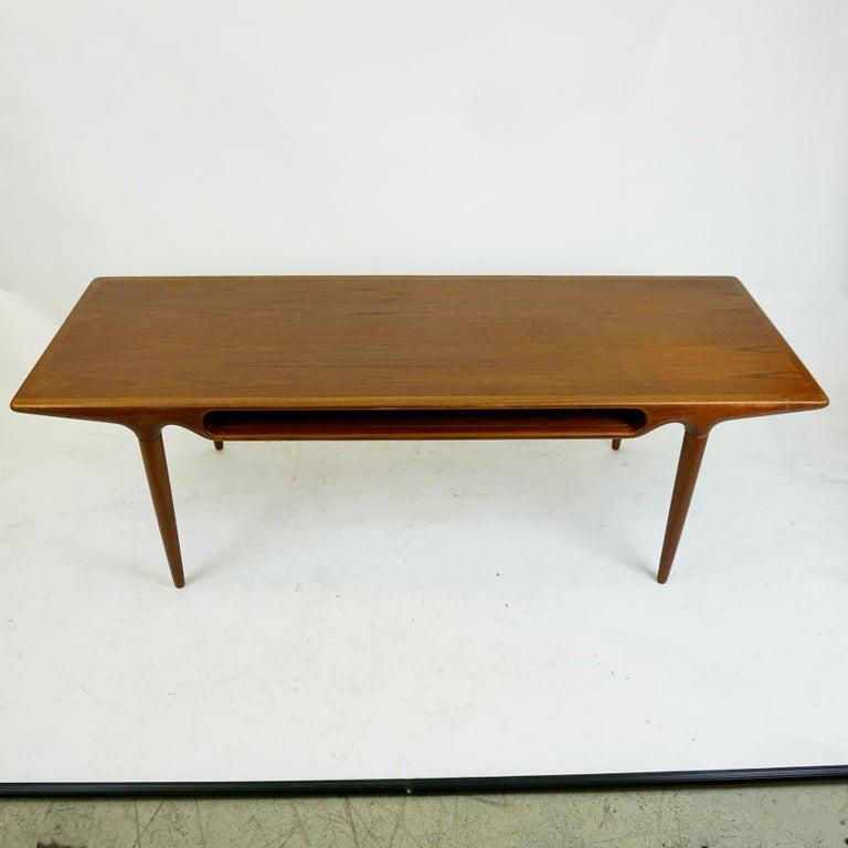 Scandinavian Modern Scandinavian Teak Coffee Table Mod. 240 by Johannes Andersen for CFC Silkeborg For Sale