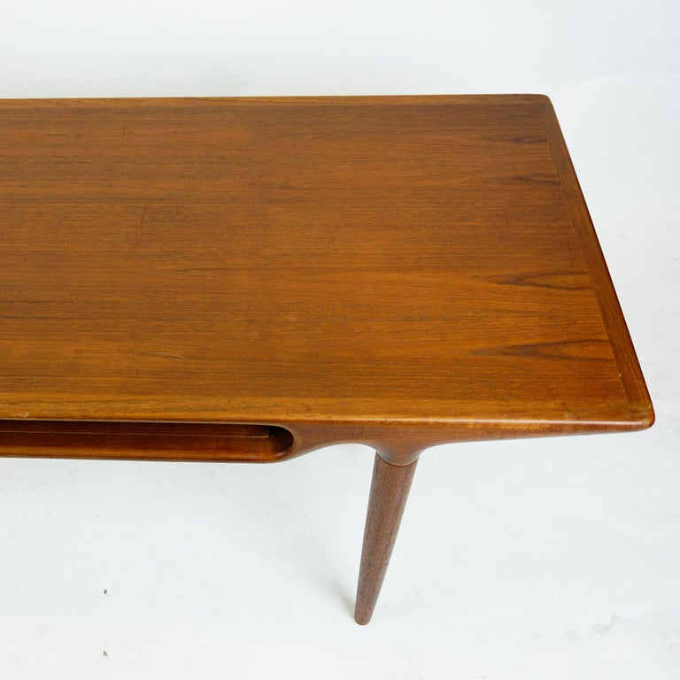 Scandinavian Teak Coffee Table Mod. 240 by Johannes Andersen for CFC Silkeborg In Good Condition For Sale In Vienna, AT