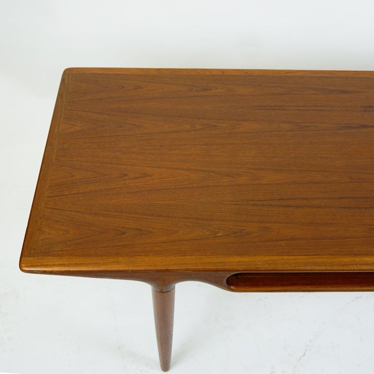 Mid-19th Century Scandinavian Teak Coffee Table Mod. 240 by Johannes Andersen for CFC Silkeborg For Sale