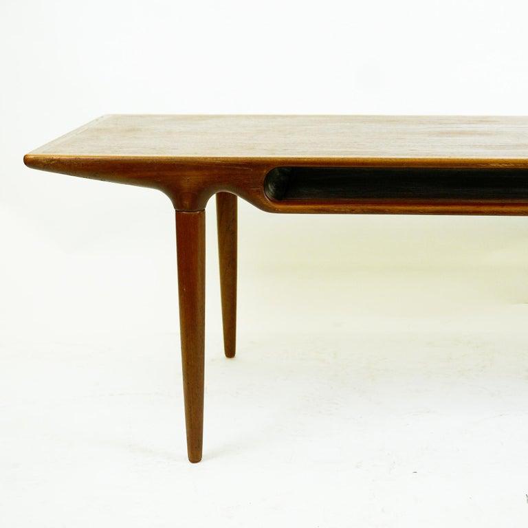 Scandinavian Teak Coffee Table Mod. 240 by Johannes Andersen for CFC Silkeborg For Sale 1