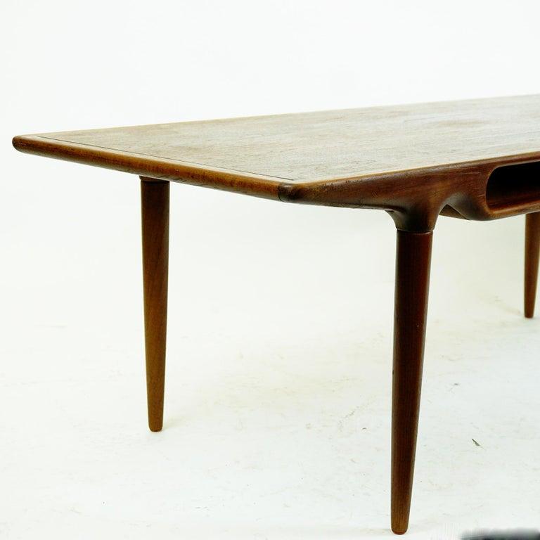 Scandinavian Teak Coffee Table Mod. 240 by Johannes Andersen for CFC Silkeborg For Sale 3
