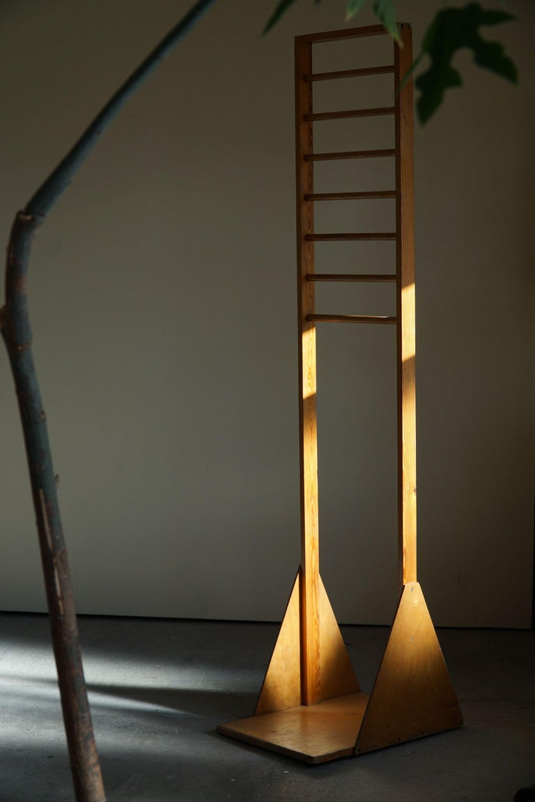 Scandinavian Vintage Coat Rack in Pine, Made in 1960s In Good Condition For Sale In Odense, DK