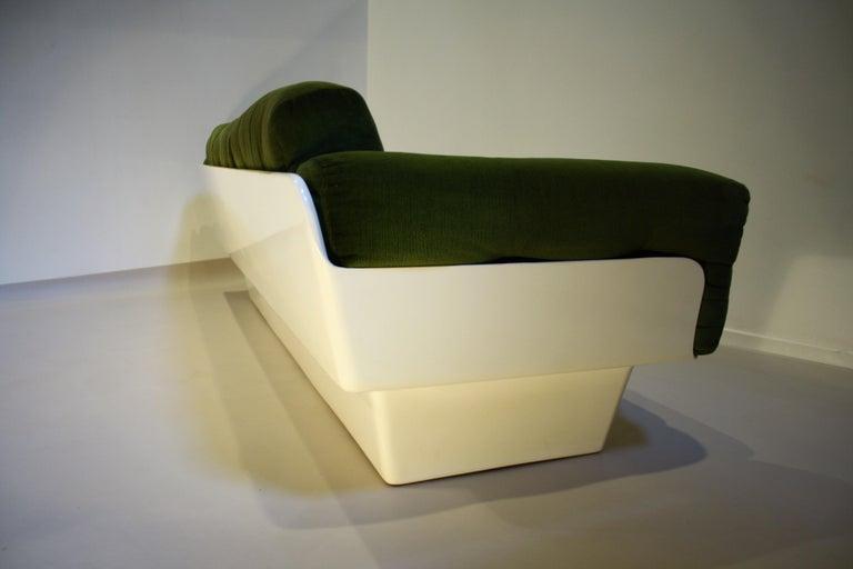 Scandinavian Fiberglass Sofa from Eero Aarnio for Asko, 1970s For Sale 1