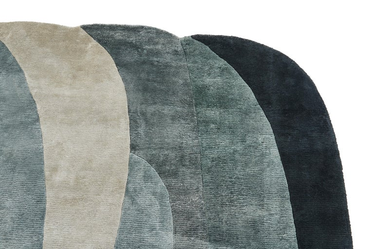 The French designer Constance Guisset manages to evoke an aquatic landscape. The color is declined in a technique of subtle camaieu and each one reminds us of a different setting. The soft, mingled forms convey the feeling of the waves that combine