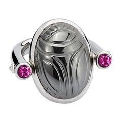 Scarab Ring in 18 kt White Gold, 1 Hematite 42.34 Carat, 2 Rubellites 0.55 Carat