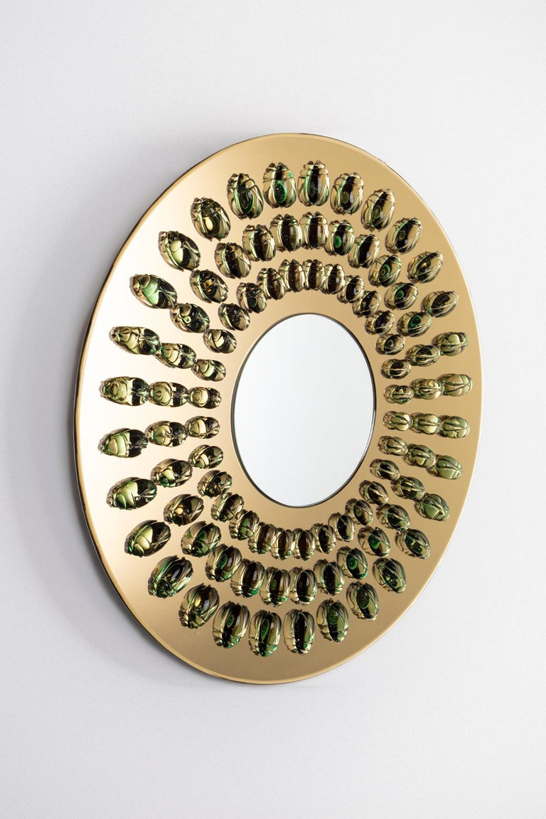 The geometrical arrangement of the glass scarabs on