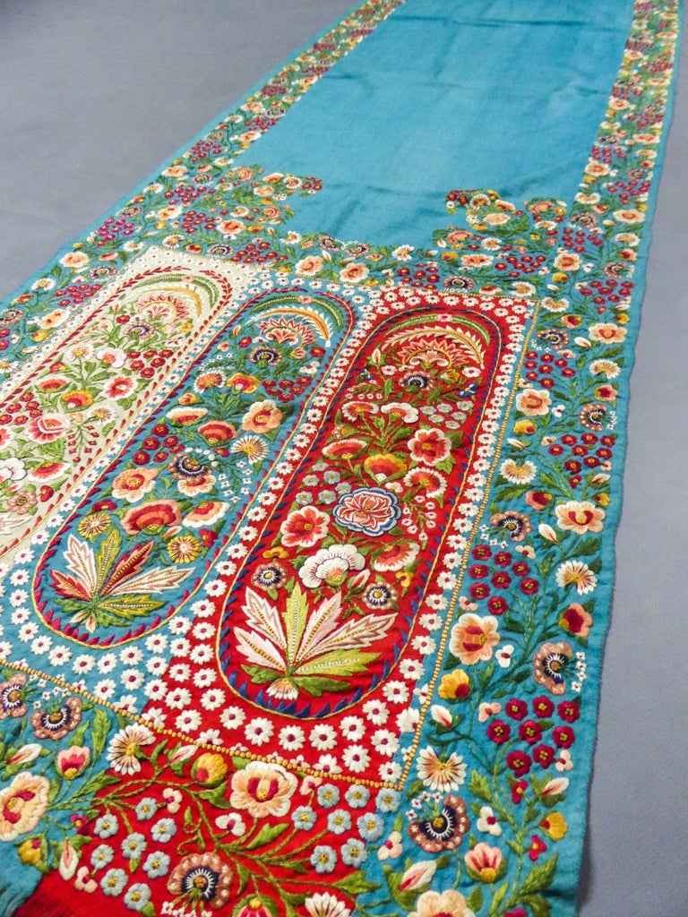 Scarf in Embroidered Pashmina - India for Europe Circa 1830/1860 For Sale 7
