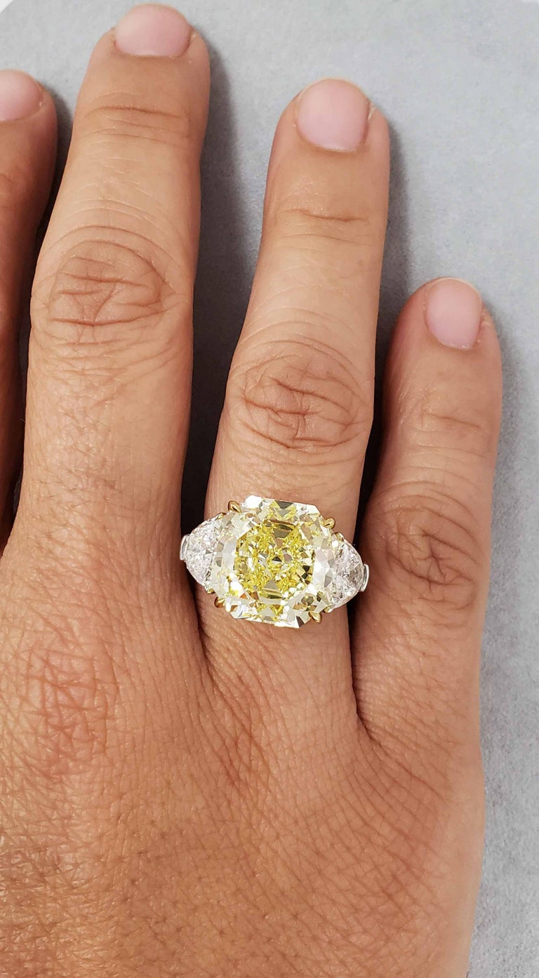 Contemporary Scarselli 10 Carat Fancy Intense Yellow Internally Flawless Radiant Diamond Ring For Sale