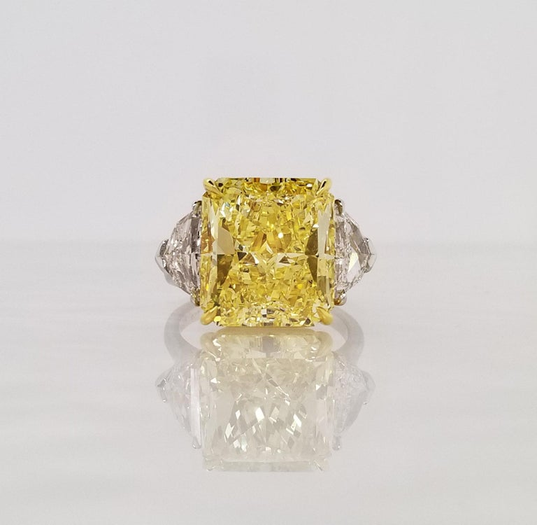 Scarselli 10 Carat Fancy Vivid Yellow GIA Diamond in a Platinum Engagement Ring In New Condition For Sale In New York, NY