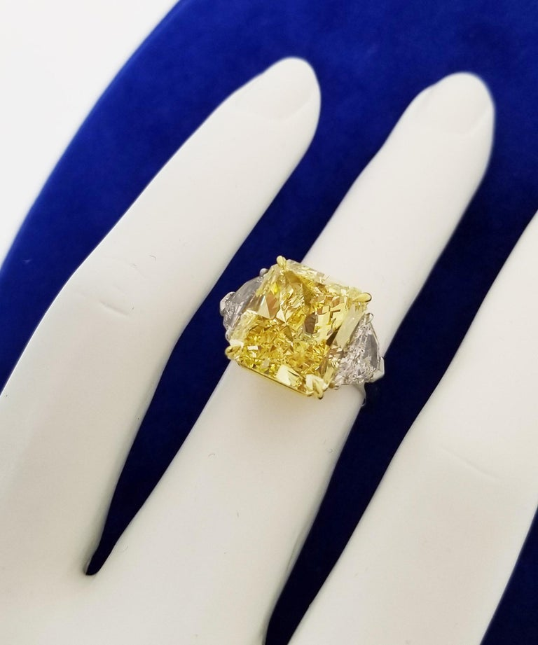 Women's Scarselli 10 Carat Fancy Vivid Yellow GIA Diamond in a Platinum Engagement Ring For Sale