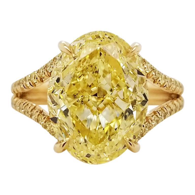 Scarselli 18 Karat Gold Ring 6 Carat Fancy Intense Yellow Oval Cut Diamond For Sale