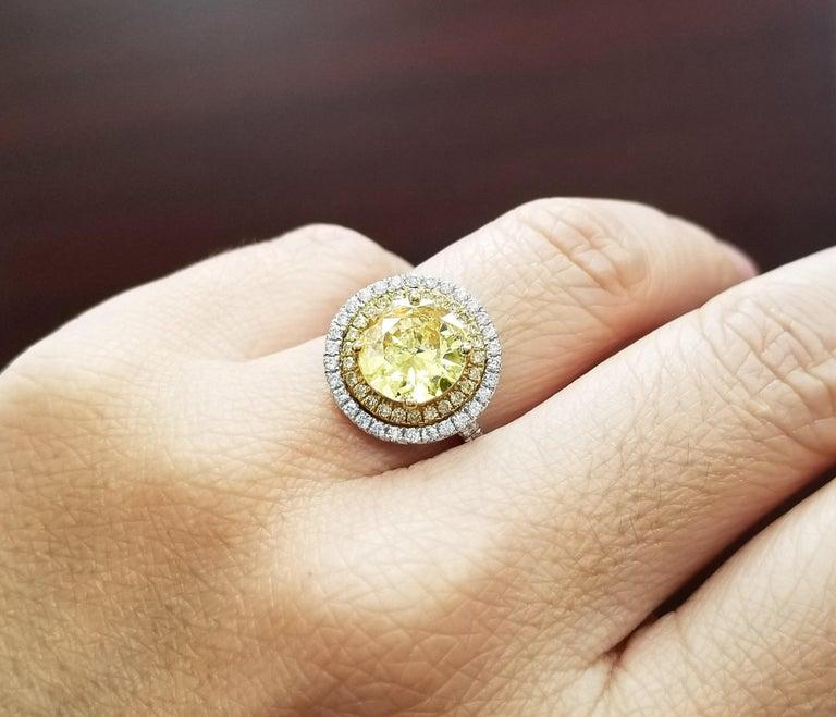 Scarselli 18 Karat Gold Ring 2 Carat Fancy Yellow Diamond GIA For Sale 1