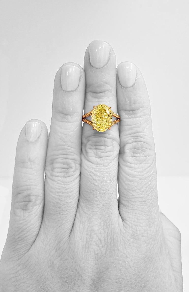 Scarselli 18 Karat Gold Ring 6 Carat Fancy Intense Yellow Oval Cut Diamond For Sale 2