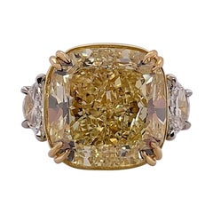 Scarselli 20.75 Carat Fancy Yellow Cushion Diamond Ring GIA VVS2 in Platinum