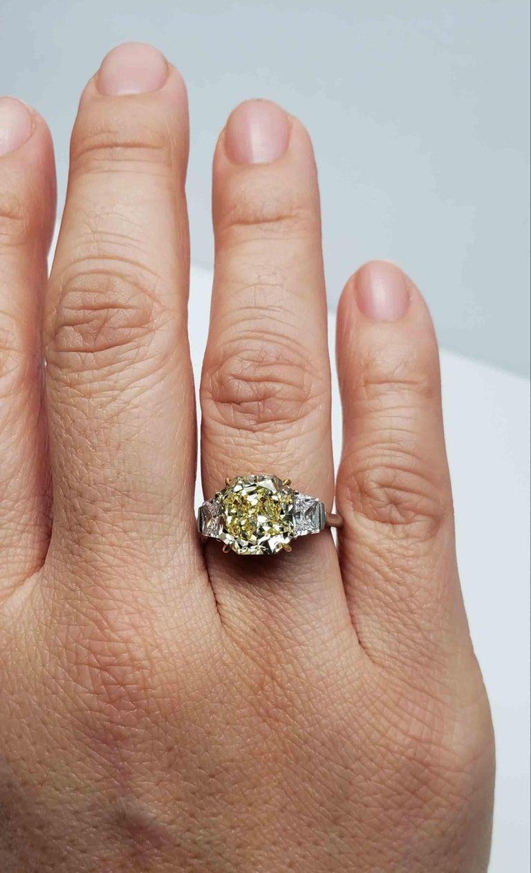 Scarselli 4 Carat Fancy Intense Yellow Radiant Diamond Ring 'VVS2' Platinum GIA For Sale 4